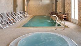 Le spa de l'hôtel avec piscine intérieur et bain à remous - Var Toulon
