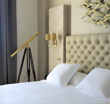 Découvrez les chambres et suites au Grand Hôtel des Sablettes Plage